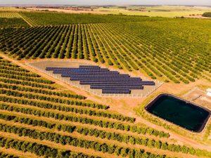 energia-solar-fotovoltaica-agronegócio-fazendo-campo-plantaçao-lavoura-min